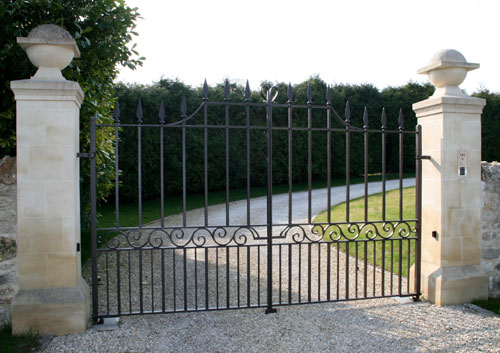 Automated estate entrance gates