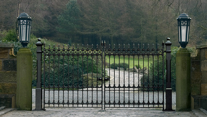Stirling Victorian cast iron driveway gates